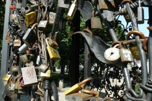 Forged Figures Park Donieck love padlocks